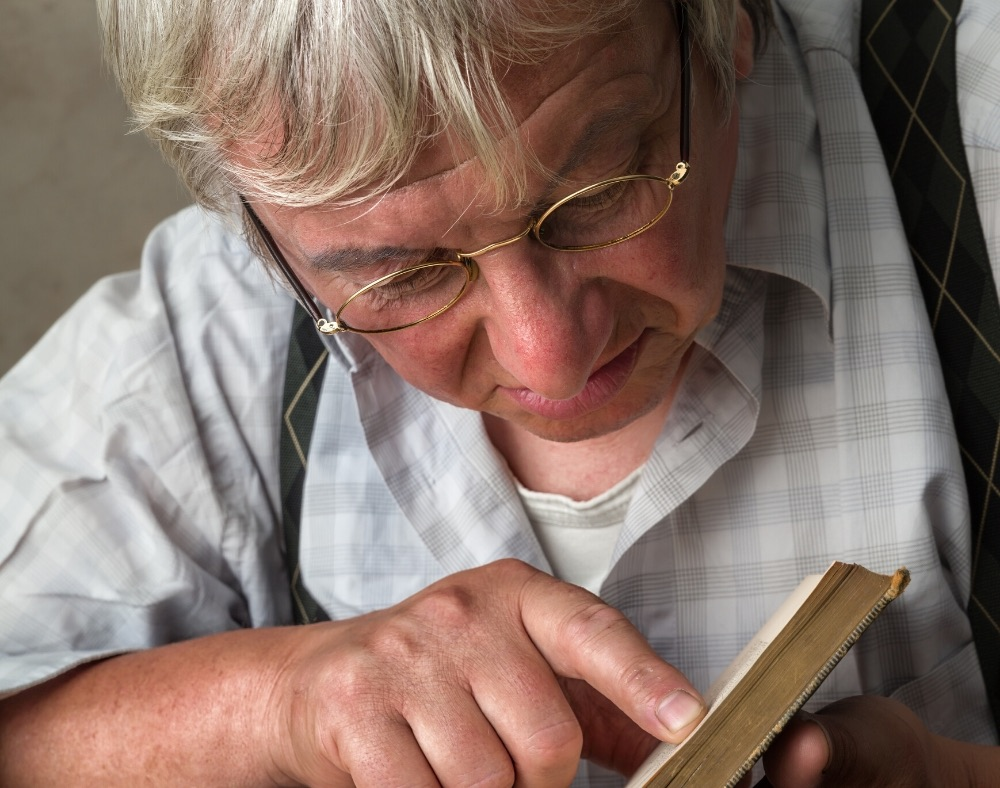 symptoms of eyesight issues for people with dementia