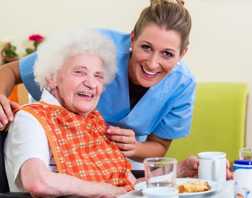 how to help a dementia patient eat