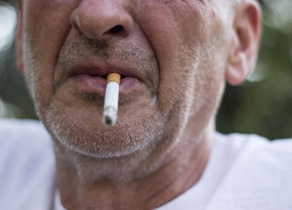 studies supporting the fact that smoking increases risk of dementia