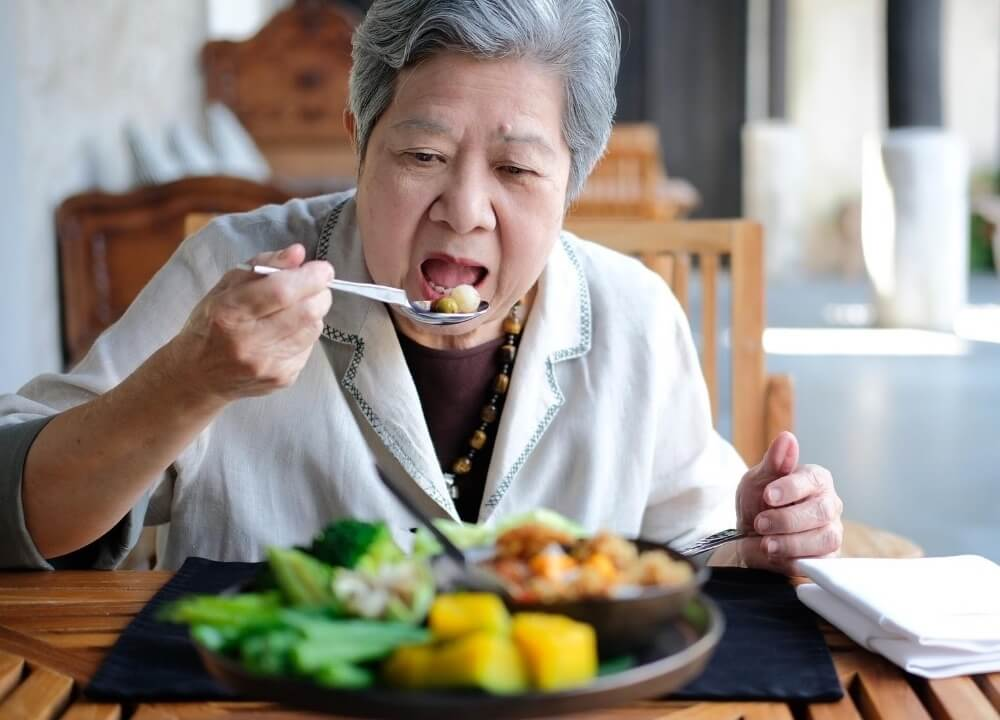 how does dementia affect eating habits